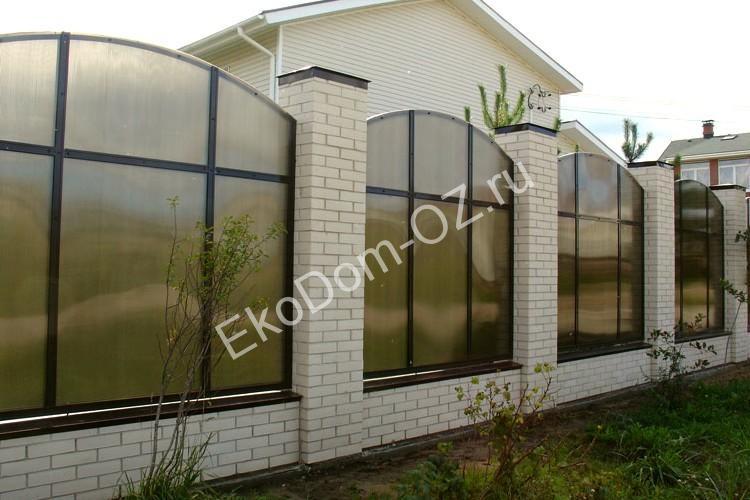 Заборы из поликарбоната для частного дома