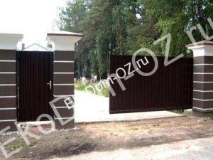 Откатные ворота для участка частного дома